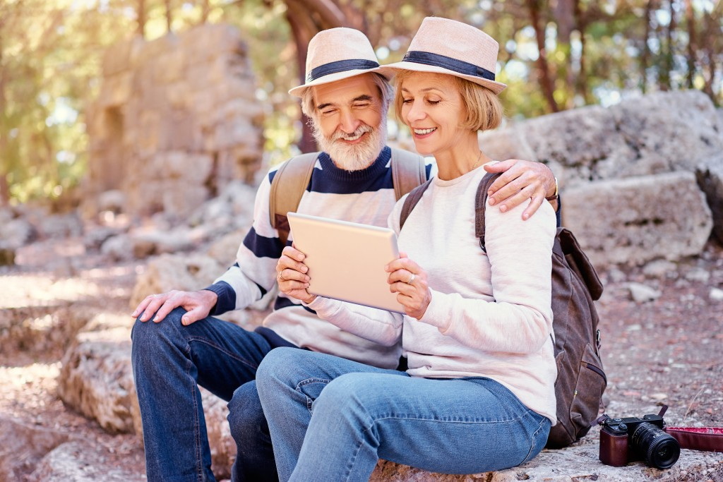 Four Extra Romantic Things You Can Do on Your Silver Anniversary