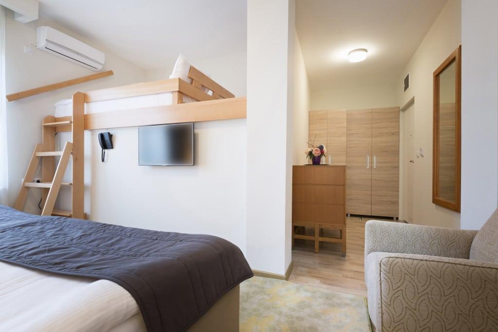 9 Practical Advantages of Hostel
